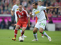 Fussball  1. Bundesliga  Saison 2013/2014   1. SPIELTAG FC Bayern Muenchen - Borussia Moenchengladbach       09.08.2013 Martin Stranzl (re, Borussia Moenchengladbach) gegen Franck Ribery (li, FC Bayern Muenchen)
