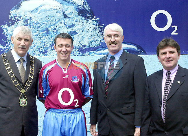 Gerry Lanigan, Leinster Regional Manager O2 (2nd from right) with Mayor of Drogheda, Ald. Jimmy Mulroy, Drogheda United Chairman Peter Delaney (right) and new signing Mark Dempsey at the announcement of O2's sponsorship of Drogheda United..Picture Fran Caffrey Newsfile...This Picture is sent to you by:..Newsfile Ltd.The View, Millmount Abbey, Drogheda, Co Louth, Ireland..Tel: +353419871240.Fax: +353419871260.GSM: +353862500958.ISDN: +353419871010.email: pictures@newsfile.ie.www.newsfile.ie