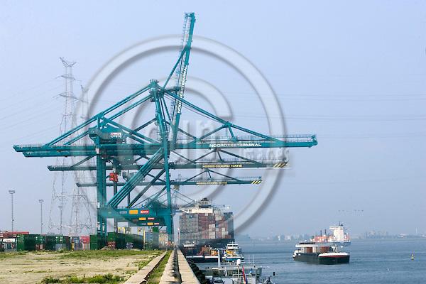 ANTWERPEN - BELGIUM - 11 JUNE 2007 --The Antwerp Port. Container ships being unloaded at the dock. -- PHOTO: JUHA ROININEN / EUP-IMAGES