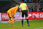 15.04.2019, RheinEnergieStadion, Koeln, GER, 2. FBL, 1.FC Koeln vs. Hamburger SV ,<br />  <br /> DFL regulations prohibit any use of photographs as image sequences and/or quasi-video<br /> <br /> im Bild / picture shows: <br /> Schiedsrichter / referee Robert Hartmann (SR) spricht mit Julian Pollersbeck (HSV #1), <br /> <br /> Foto &copy; nordphoto / Meuter