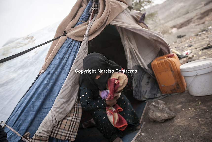 Thursday 09 July, 2015: A displaced woman from the heavy fighting in Haradh bordertown is seen in a temporary settlement in the outskirts of Sana'a, the capital city of Yemen. (Photo/Narciso Contreras)