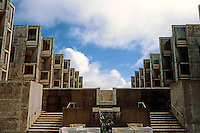 Louis I. Kahn: Salk Institute, La Jolla. Court, Fountain. Brutalist Architecture. Photo 2004.