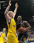 07.01.2018, EWE Arena, Oldenburg, GER, BBL, Eisb&auml;ren EWE Baskets Oldenburg vs WALTER Tigers T&uuml;bingen, im Bild<br /> <br /> Javon McCREA (T&uuml;bingen #12 )<br /> Rasid MAHALBASIC (EWE Baskets Oldenburg #24)<br /> Foto &copy; nordphoto / Rojahn