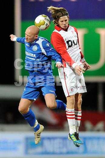 EMMEN - Voetbal, FC Emmen - FC  Den Bosch, Jupiler League, Unive stadion, seizoen 2011-2012, 20-02-2012 Den Bosch Jeffrey Vlug (l) met Emmen speler Marijn Sterk.