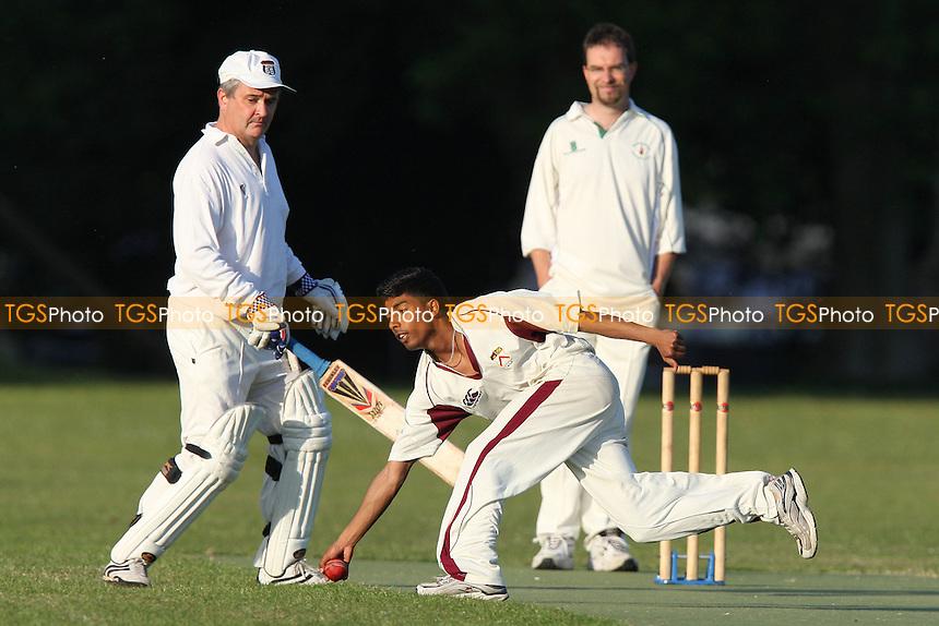 Victoria Park Juniors CC vs Victoria Lounge CC - Victoria Park Community Cricket League - 02/06/09 - MANDATORY CREDIT: Gavin Ellis/TGSPHOTO - Self billing applies where appropriate - 0845 094 6026 - contact@tgsphoto.co.uk - NO UNPAID USE.