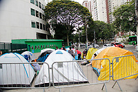 SÃO PAULO,SP - JUSTIN-BIEBER - Faltando pouco menos de um mês para o show, fãs do cantor canadense Justin Bieber permanecem acampados em frente ao Allianz Parque, no bairro de Perdizes, zona oeste de São Paulo nesta terça-feira, 07. (Foto: Nelson Gariba/Brazil Photo Press)