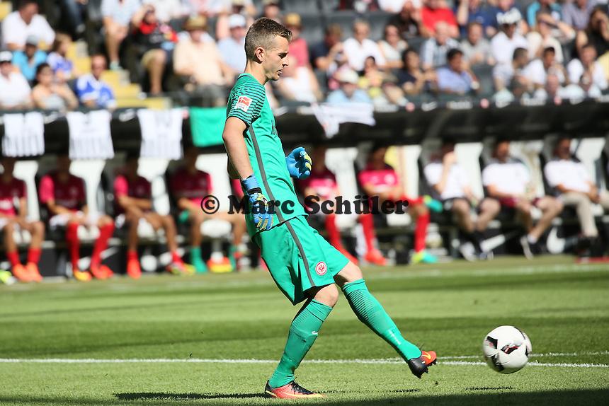 Torwart Lukas Hradecky (Eintracht Frankfurt) - 27.08.2016: Eintracht Frankfurt vs. FC Schalke 04, Commerzbank Arena