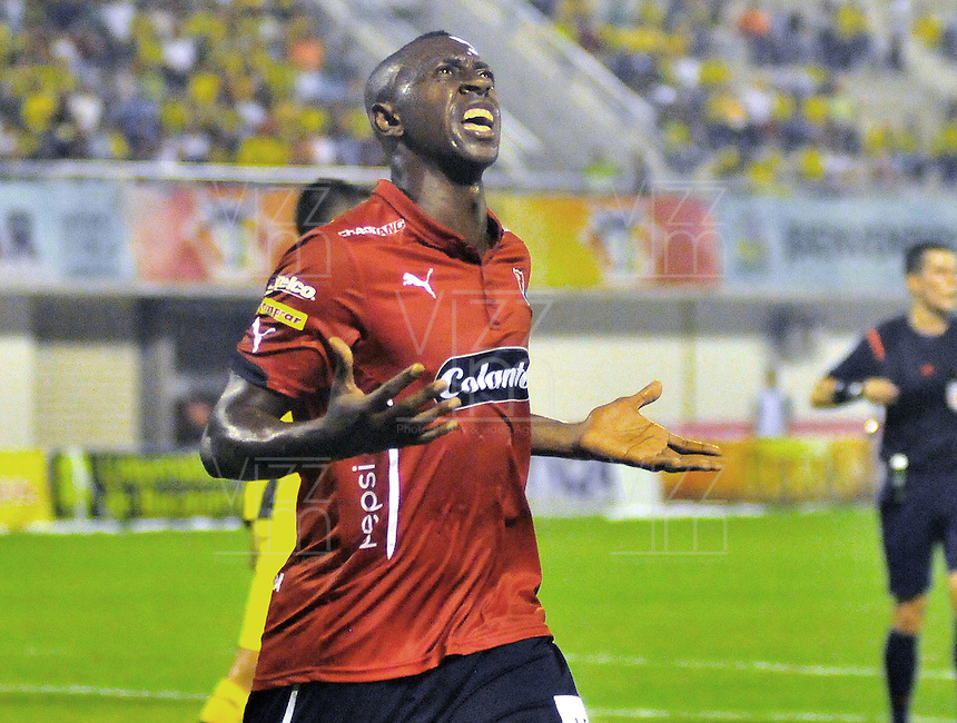 BARRANCABERMEJA -COLOMBIA, 29-11-2015:  Juan F Caicedo de Independiente Medellin celebra después de anotar gol a Alianza Petrolera durante partido de ida por los cuartos de final de la Liga Aguila II 2015 disputado en el estadio Daniel Villa Zapata de la ciudad de Barrancabermeja./ Juan F Caicedo player of Independiente Medellin celebrates after scoring a goal to Alianza Petrolera during first leg match for the quarterfinals  of the Aguila League II 2015 played at Daniel Villa Zapata stadium in Barrancabermeja city. Photo:VizzorImage / Jose David Martinez / Cont