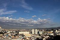 GUARULHOS,SP - 03.02.14 - CLIMA TEMPO - Amanhecer na cidade de Guarulhos, grande São Paulo, nesta segunda-feira, 03.(Foto: Geovani Velasquez / Brazil Photo Press)