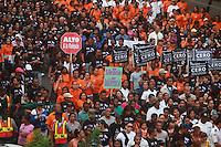 """STO-02. SANTO DOMINGO (REPÚBLICA DOMINICANA), 23/11/2011.- Miles de personas participan en la tercera caminata """"Tolerancia Cero contra la Violencia a la Mujer"""" hoy, miércoles 23 de noviembre de 2011, en Santo Domingo (República Dominicana). La actividad, convocada por la Procuraduría General de la República, se realiza con motivo del """"Día Internacional de la Eliminación Violencia Contra la Mujer"""", declarado por la Organización de las Naciones Unidas para el 25 de noviembre. EFE/Orlando Barría"""