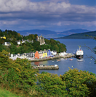 Great Britain, Scotland, Inner Hebrides, Argyll & Bute (Strathclyde), Isle Of Mull: Harbour of Tobermory | Grossbritannien, Schottland, Inselgruppe Innere Hebriden, Argyll & Bute (Strathclyde), Isle Of Mull: der Hafen von Tobermory