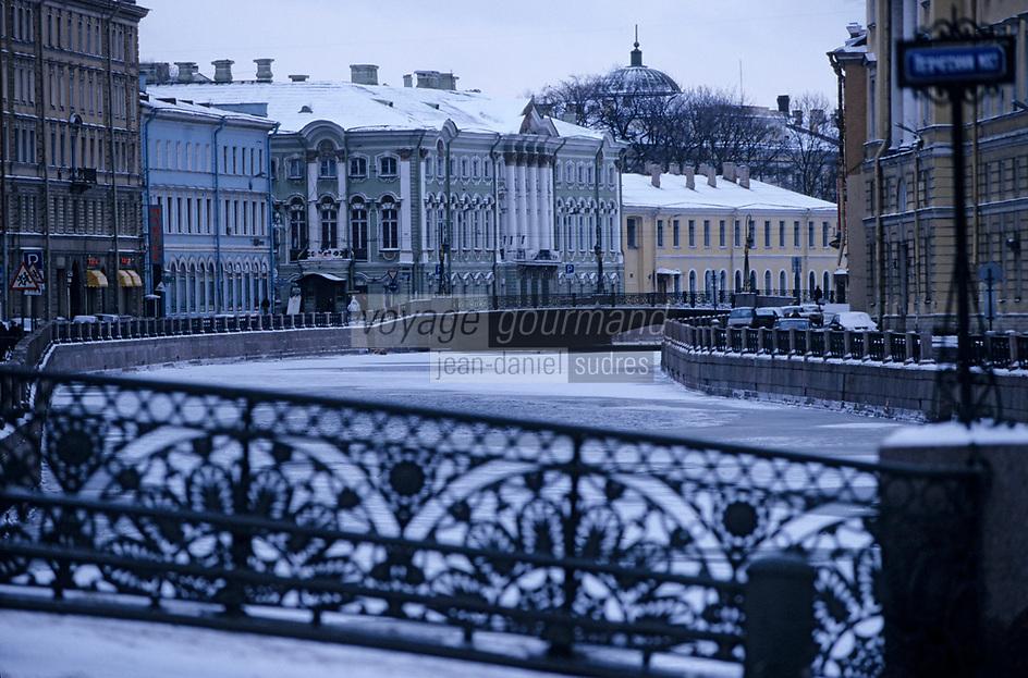 Europe-Asie/Russie/Saint-Petersbourg: La Moïka et le palais Stronganof vert