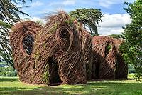 France, Chaumont-sur-Loire, oeuvre de Patrick Dougherty dans le parc du château en 2012.