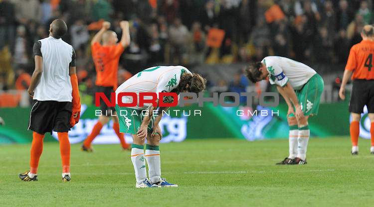 38. UEFA-Pokal-Endspiel 2008 / 2009 - Ş&uuml;kr&uuml;-Sara&ccedil;oglu-Stadion ( Istanbul )<br /> <br /> FC Shakhtar Donetsk (UKR ) Werder Bremen ( GER ) 2:1<br /> <br /> <br /> Trauer und Frust bei Torsten Frings ( Bremen GER #22 ) und Frank Baumann (Bremen GER #6)<br /> <br /> Foto &copy; nph (  nordphoto  )