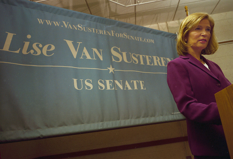 Dr. Lise Van Sustern announced her candidacy for Democratic primary for the Maryland Senate in 2006.