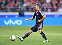 Fussball  1. Bundesliga  Saison 2015/2016  29. Spieltag  VfB Stuttgart  - FC Bayern Muenchen    09.04.2016 Joshua Kimmich (FC Bayern Muenchen) mit Ball