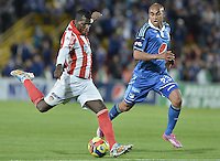 BOGOTÁ -COLOMBIA, 20-09-2014. Lewis Ochoa (Der) jugador de Millonarios disputa el balón con Yessy Mena (Izq) jugador de Atlético Junior durante partido por la fecha 10 de la Liga Postobón II 2014 jugado en el estadio Nemesio Camacho el Campín de la ciudad de Bogotá./ Lewis Ochoa (R) player of Millonarios fights for the ball with Yessy Mena (L) player of Atletico Junior during the match for the 10th date of the Postobon League II 2014 played at Nemesio Camacho El Campin stadium in Bogotá city. Photo: VizzorImage/ Gabriel Aponte / Staff
