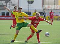 FC GULLEGEM - WITGOOR SPORT DESSEL :<br /> Ilias Van Roy (L) tracht Thomas Coopman (R) af te stoppen<br /> <br /> Foto VDB / Bart Vandenbroucke
