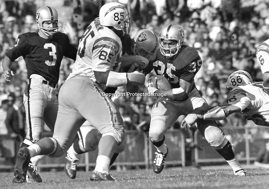 Oakland Raiders Hewritt Dixon get a block from his lineman after handoff from Daryle Lamonica.<br />.against the San Diego Chargers 1969..(photo by Ron Riesterer)
