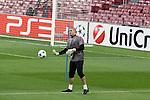 Camp Nou , UEFA Champions League, rueda de prensa previa al partido FC Barcelona - ARsenal FC. En la foto Victor Valdes durate el entrenamiento