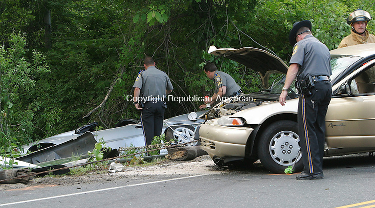OXFORD, CT - 08 June 2005 -060805BZ03- Connecticut State Police investigate the scene of an accident on Rte. 67 in Oxford Wednesday afternoon.<br />  Jamison C. Bazinet Photo
