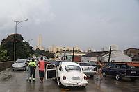 SAO PAULO, SP, 04.03.2014 - ENCHENTE / SÃO PAULO / VIADUTO BRESSER - Ponto de alagamento intransitavel no Viaduto Bresser no bairro do Belem regiao leste de São Paulo, nesta terça-feira, 04. (Foto: William Volcov / Brazil Photo Press).