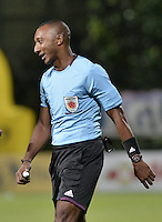 BOGOTÁ -COLOMBIA, 27-05-2015. Gustavo Murillo, arbitro, durante el partido de ida entre Deportes Tolima e Independiente Medellín por la semifinal de la Liga Águila I 2015 jugado en el estadio Metropolitano de Techo en Bogotá./ Gustavo Murillo, referee, during the semifinal first leg match between Deportes Tolima and Independiente Medellin of the Aguila League I 2015 played at Metropolitano de Techo stadium in Bogota city. Photo: VizzorImage/ Gabriel Aponte / Staff