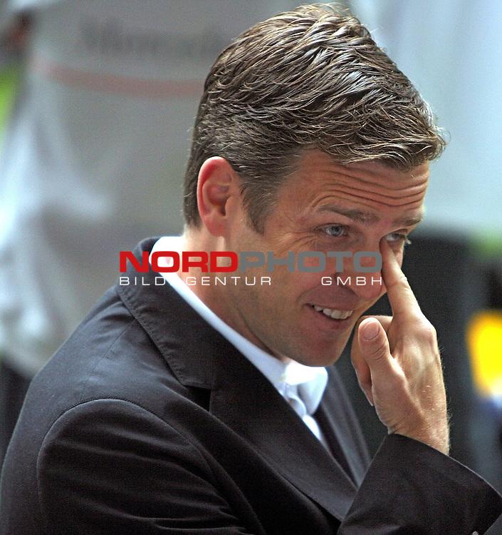 DFB Nationalmannschaft EM-Quali 2008 Training AOL-Arena, 05.06.2007 Hamburg<br /> <br /> <br /> <br /> Abschlusstraining, DFB Manager Oliver Bierhoff gestenreich und clever. Vielsagend. AOL Arena vorm Qualifiaktionsspiel Deutschland - Slowakei.<br /> <br /> <br /> <br /> Foto: &copy; nph (nordphoto)<br /> <br /> <br /> <br /> *** Local Caption ***
