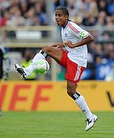 FUSSBALL   DFB POKAL   SAISON 2011/2012  1. Hauptrunde VfB Oldenburg - Hamburger SV                             30.07.2011 Michael MANCIENNE (Hamburger SV) Einzelaktion am Ball