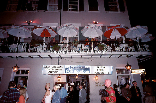 COAMENO35075.Country. America. New Orleans. Restaurant with outside upper deck with chairs and umbrellas. People enjoying themselves..©Per-Anders Pettersson/iAfrika Photos