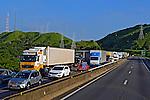 Transito congestionado na Rodovia Dutra. Rio de Janeiro. 2014. Foto de Juca Martins.