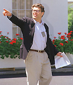 Washington, DC - August 5, 1998 --Comedian Al Franken points to the sights outside the West Wing of the White House on August 5, 1998..Credit: Ron Sachs / CNP