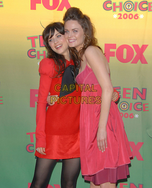 ZOOEY DESCHANEL & EMILY DESCHANEL.At The 2006 Teen Choice Awards - Arrivals, .held at The Universal Ampitheatre in Universal City, California, USA, August 20th 2006..half 3/4 length sisters family siblings red dress black tights puff sleeves bow pink.Ref: DVS.www.capitalpictures.com.sales@capitalpictures.com.©Debbie VanStory/Capital Pictures