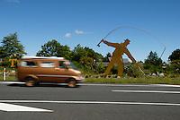 """Skilt ønsker velkommen til stedet Turangi på New Zealand, som kaller seg verdens ørrethovedstad ---- Sign in Turangi, New Zealand  The """"Trout fishing capital of the world"""""""