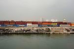 Port autonome de paris, Gennevilliers. chargement des conteneurs