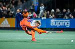 AMSTELVEEN - Mink van der Weerden (Ned) scoort   tijdens de hockeyinterland Nederland-Ierland (7-1) , naar aanloop van het WK hockey in India.  COPYRIGHT KOEN SUYK