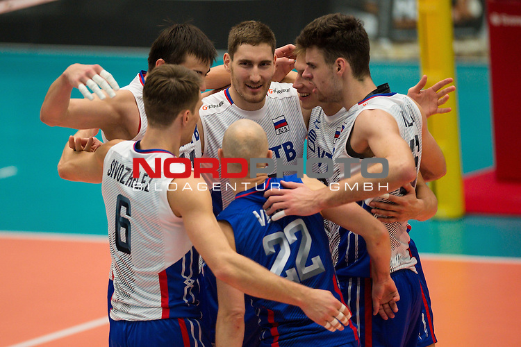 04.10.2015, CU Arena, Hamburg<br /> Volleyball, Laenderspiel / Laenderspiel, Deutschland vs. Russland<br /> <br /> Jubel Evgeny Sivozhelez (#6 RUS), Ilia Vlasov (#11 RUS), Maxim Mikhaylov (#17 RUS), Alexey Verbov (#22 RUS), Egor Kliuka (#16 RUS), Dmitry Kovalev (#3 RUS)<br /> <br />   Foto &copy; nordphoto / Kurth