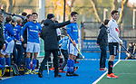 UTRECHT -   coach Alexander Cox (Kampong) met Robbert Kemperman (Kampong) ) tijdens  de hoofdklasse hockeywedstrijd mannen, Kampong-Amsterdam (4-3).  COPYRIGHT KOEN SUYK