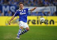 FUSSBALL   1. BUNDESLIGA   SAISON 2011/2012    11. SPIELTAG FC Schalke 04 - 1899 Hoffenheim                            29.10.2011 Benedikt HOEWEDES (Schalke) Einzelaktion am Ball