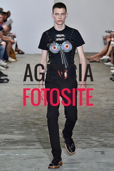 Walter Van Beirendonck<br /> <br /> Paris Masculino- Ver&atilde;o 2017<br /> junho/2016<br /> <br /> foto: FOTOSITE
