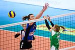 18.11.2018, Halle Berg Fidel, Muenster<br />Volleyball, Bundesliga Frauen, Normalrunde, USC MŸnster / Muenster vs. VfB Suhl Lotto ThŸringen / Thueringen<br /><br />Block McKenzie Jacobson (#13 Suhl) - Block shl02<br /><br />  Foto &copy; nordphoto / Kurth