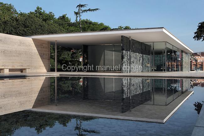 barcelona pavilion ludwig mies van der rohe spain manuel cohen. Black Bedroom Furniture Sets. Home Design Ideas
