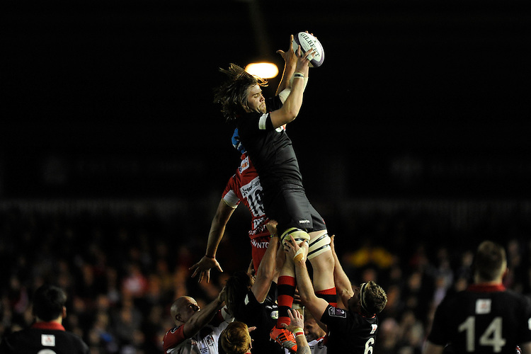 Ben Toolis of Edinburgh Rugby wins the lineout ball against Mariano Galarza of Gloucester Rugby