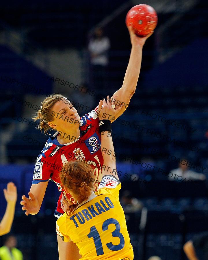 Rukomet Handball.EHF Euro Women's 2012 Serbia.Serbia v Ukraine.Jelena Popovic and Natalya Turkalo.Beograd, 06.12.2012..foto: Srdjan Stevanovic/Starsportphoto ©