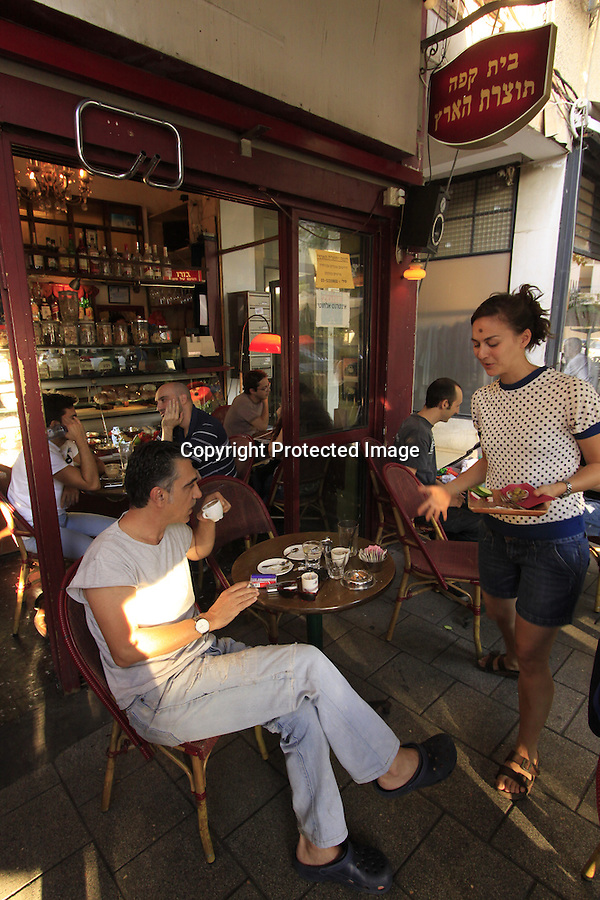 Israel, a sidewalk cafe' inTel Aviv
