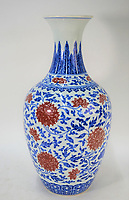 BNPS.co.uk (01202 558833)<br /> AndrewSmith&Son/BNPS<br /> <br /> An old vase a woman carried into an auction house because she thought it was of little value has now sold - for £1.6m.<br /> <br /> The unnamed middle-aged woman owned the 15ins tall porcelain vase for over 20 years until she decided to part with it along with other antiques in her home.<br /> <br /> She drove to local auctioneers Andrew Smith & Son and walked in the door with the delicate item in her arms.<br /> <br /> Experts there immediately spotted the mark of 18th century Chinese Emperor Yongzheng.