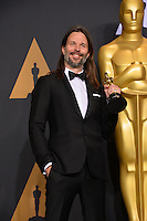 Linus Sandgren in the photo room at the 89th Annual Academy Awards at Dolby Theatre, Los Angeles, USA 26 February  2017<br /> Picture: Paul Smith/Featureflash/SilverHub 0208 004 5359 sales@silverhubmedia.com