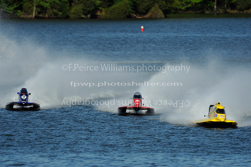 3-4 May 2008, Pickwick,TN USA.Lto R: Tim Seebold, Shaun Torrente and Terry Rinker head into the first turn of the final..©2008 F.Peirce Williams