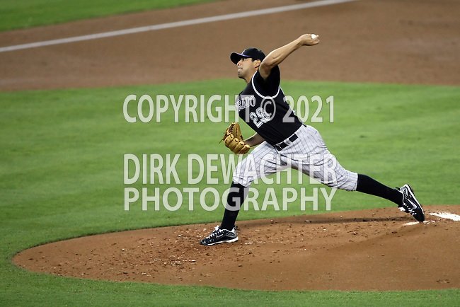 October 3, 2009: Jorge De La Rosa #29 of the Colorado Rockies ptiches in the opening innings against the Los Angeles Dodgers at Dodger Stadium in Los Angeles.