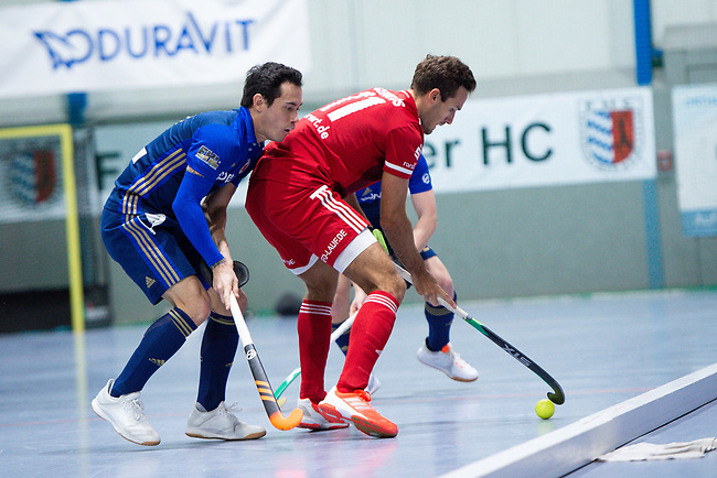Mannheim, Germany, December 22: During the 1. Bundesliga men indoor hockey match between Mannheimer HC and Nuernberger HTC on December 22, 2019 at Irma-Roechling-Halle, Am Neckarkanal in Mannheim, Germany. Final score 5-2. (Photo by Dirk Markgraf / www.265-images.com) *** Patrick Harris #17 of Mannheimer HC, Maxime Cerulus #11 of Nuernberger HTC